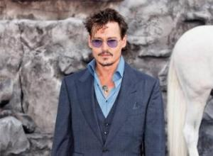 Johnny Depp and Paul Bettany's naked workouts