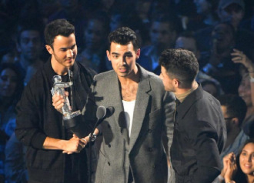 Jonas Brothers Deny Split Rumours And Tease New Music