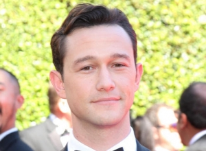 First Look At Joseph Gordon-Levitt In Oliver Stone Biopic 'Snowden'