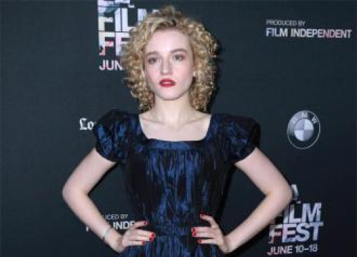 Julia Garner Says Kate Spade New York Reminds Her Of 'Home'