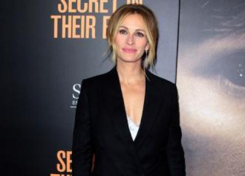 Emma Roberts Told Julia Roberts To Wear 'Skunk Dress' To 2001 Oscars