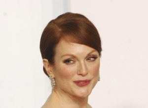 "Julianne Moore Explains Why ""Women Are Fabulous"""