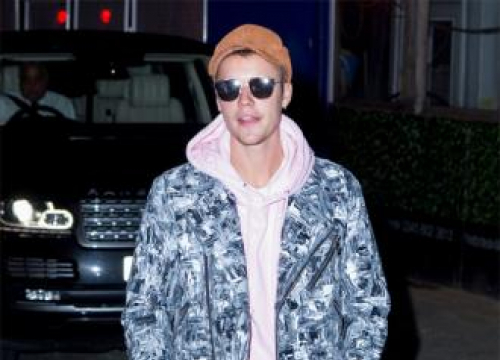 Justin Bieber Forgets Words To New Song
