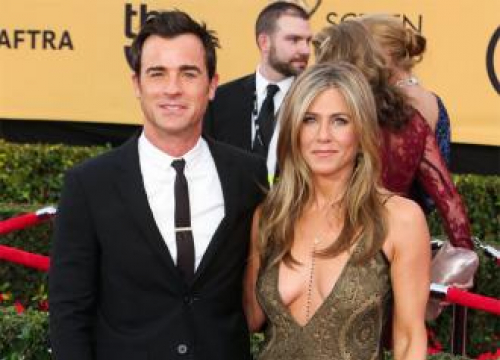 Justin Theroux Isn't In 'Competition' With Wife Jennifer Aniston