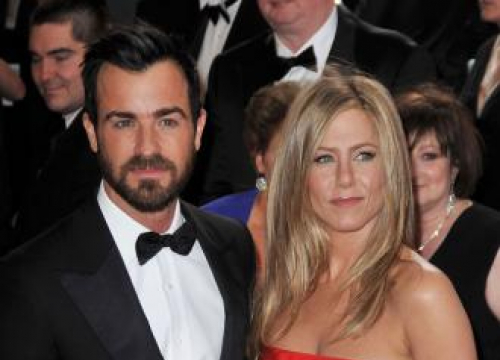 Jennifer Aniston And Justin Theroux's Long Distance Strain