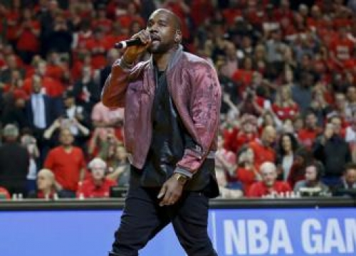 Kanye West Offers To Support Ill Fan