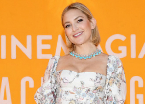 Kate Hudson Wants Her Carolina Herrera Gown From This 2003 Chick Flick To Be Found