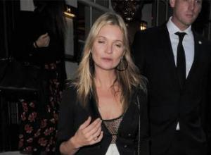 Kate Moss touches down at party in helicopter