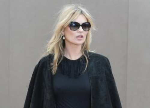 Kate Moss escorted from plane after row about sandwiches