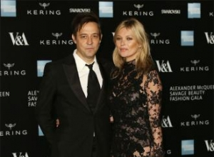Kate Moss' husband to exhibit her naked photos