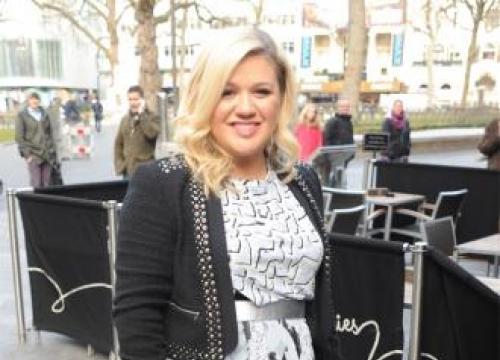 Kelly Clarkson isn't a pothead