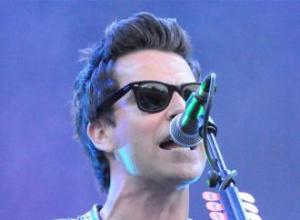 Stereophonics want 'hot girls' on rider