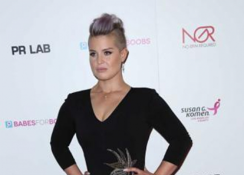 Kelly Osbourne Attacked By Sandwich