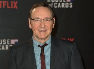 Kevin Spacey has to explain he's not President