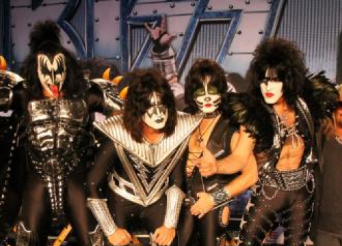 Kiss - KISS Donate Guitar To Manchester Hospital