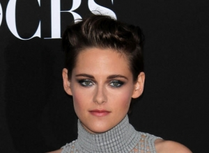 "Kristen Stewart Sees Herself As An ""Intense Weirdo"""