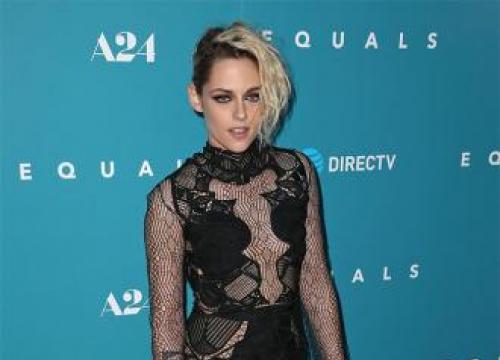 Kristen Stewart To Host Snl