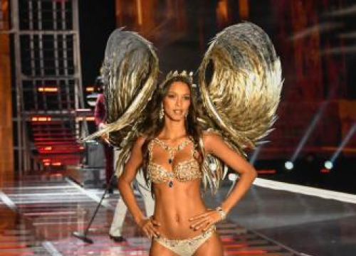 Lais Ribeiro Thinks People Feel 'Inspired' By Models With Her 'Skin Tone'