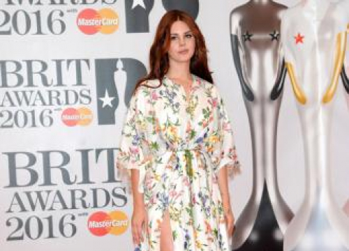 Lana Del Rey Takes Flack For Sad Songs