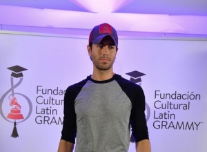 Enrique Iglesias Is Second Biggest Victor At 2015 Latin Music Awards