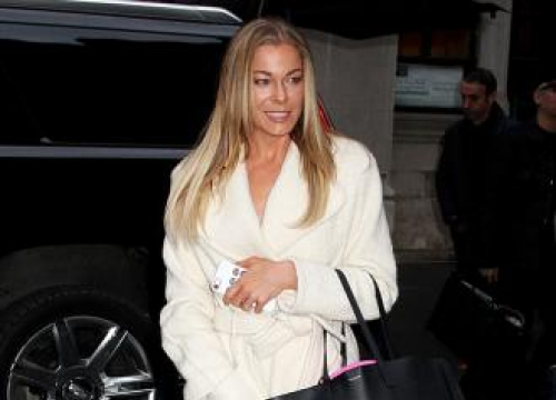 LeAnn Rimes Gets 'bored Easily' Of Her Hair