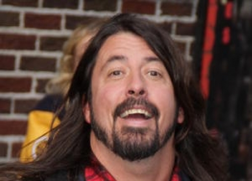 Dave Grohl Makes Surprise Appearance At Paul Mccartney Show