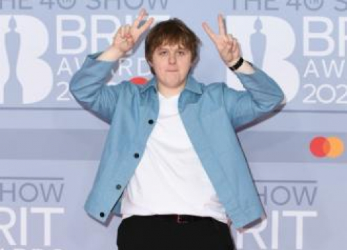 Lewis Capaldi Gets Panic Attacks On Stage