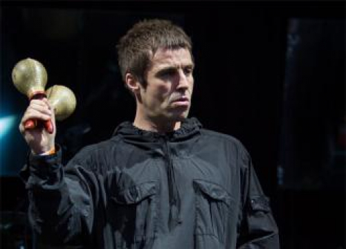 Liam Gallagher Makes New Friends At Glastonbury
