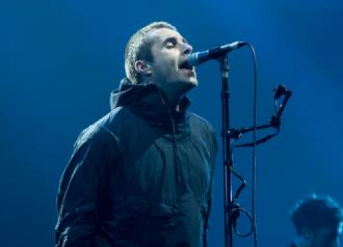 Liam Gallagher Dedicates Paper Crown To Brother Noel At Alexandra Palace Gig