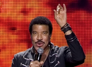 Lionel Richie's 'The Definitive Collection' Jumps 103 Places To Claim Top Spot On The UK Albums Chart