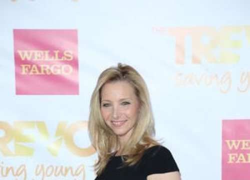 Lisa Kudrow Reprises Friends Role During Taylor Swift Show