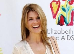 Lori Loughlin Joins Reunion For 'Fuller House' On Netflix