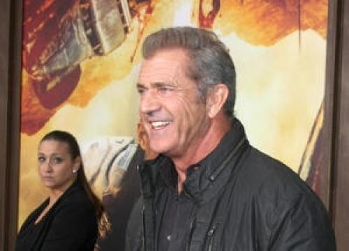 Mel Gibson's Girlfriend Snubs Cops Over Snapper Clash