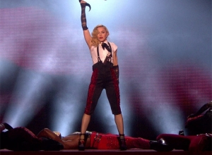 Madonna - Living For Love (Live at The BRIT Awards 2015) Video