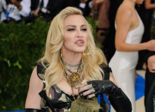 Madonna Nude Pics Up For Auction