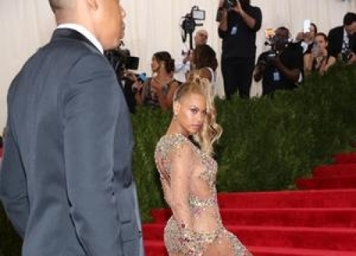 Beyonce Bombarded With Junk Food Snaps After Vegan Publicity Stunt