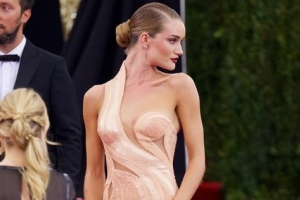 Rosie Huntington-Whiteley Looked Stunning In Pink At The 2015 Met Gala - Part 2