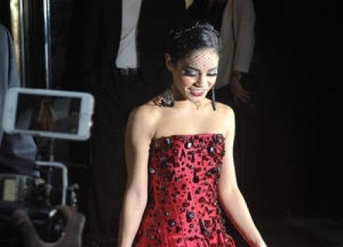 Vanessa Hudgens Helped Selena Gomez Avoid Bieber At Met Gala