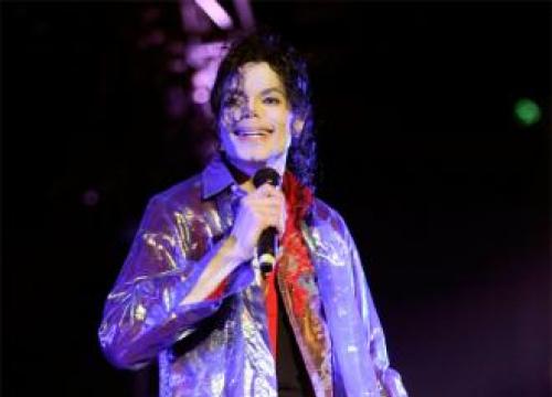 Michael Jackson's Pet Bubbles Paints For Charity Auction