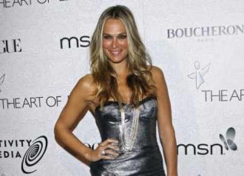 Molly Sims Mourns Dead Dog