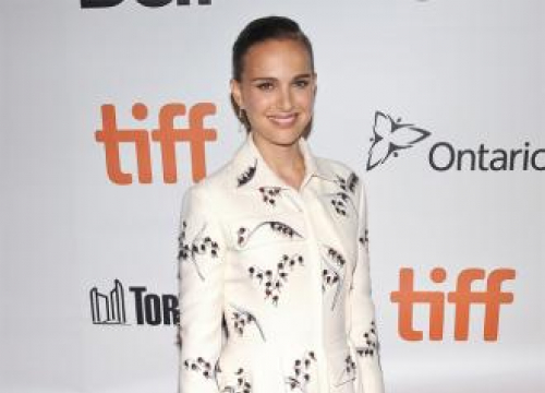 Natalie Portman Denies Dating Moby