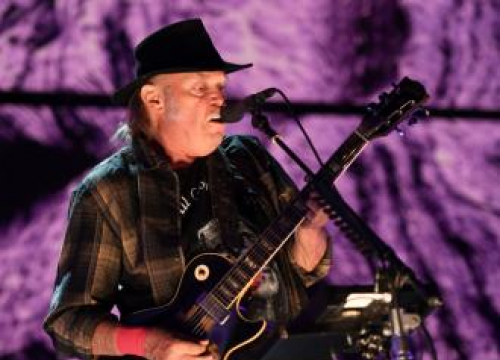 Neil Young And Crazy Horse Returning To Stage