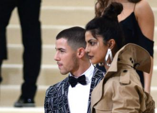Nick Jonas And Priyanka Chopra's Romance Is Instagram Official
