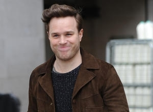 Olly Murs Goes Undercover To Busk In London