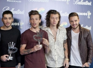 Louis Tomlinson Confirms Split From Girlfriend As One Direction Continue Tour Without Zayn Malik
