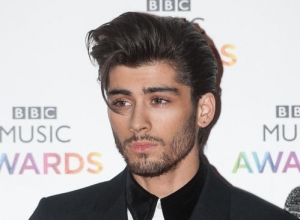 "Zayn Malik ""Signed Off With Stress"", Taking A Break From One Direction Tour"
