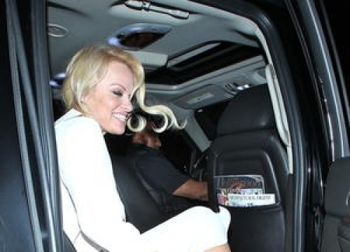 Pamela Anderson Dishes Out Prison Food