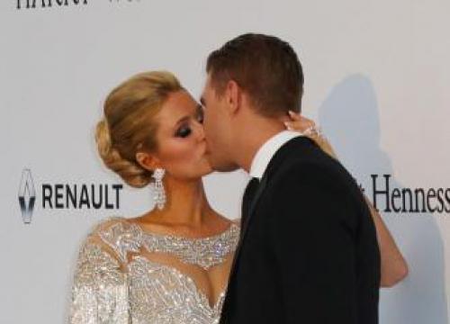 Paris Hilton And Chris Zylka's Tv Binge