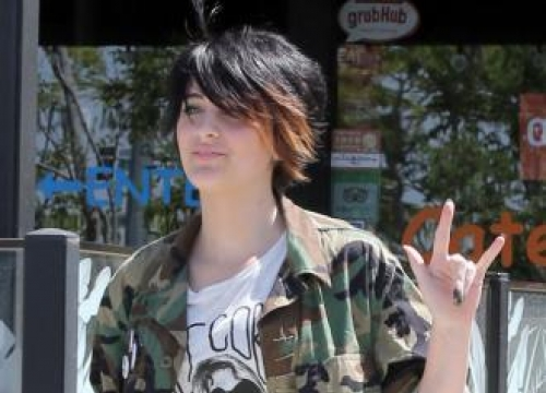 Paris Jackson close to mother