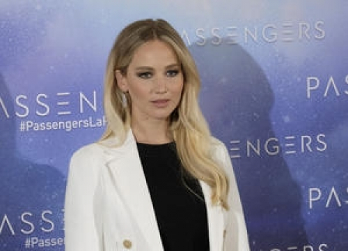 Jennifer Lawrence Sorry For Joking About Sacred Hawaiian Rocks